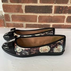 Soft Style by Hush Puppies floral flats